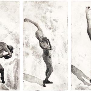 Bildtitel: Erwachen (Bewegungsabfolge einer nackten Frau, die sich langsam aus einer gekrümmten Haltung aufrichtet und sich streckt) Farbquatinta in Schwazweiß