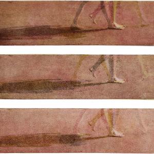 Farbaquatinta; Bewegungssequenz einer barfuß gehenden Frau in rot braun